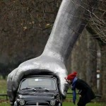 Car security at its best – the big hand
